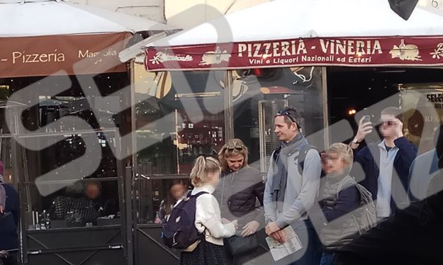 Urdangarin junto a su familia paseando por Roma. Fuente: Cadena SER