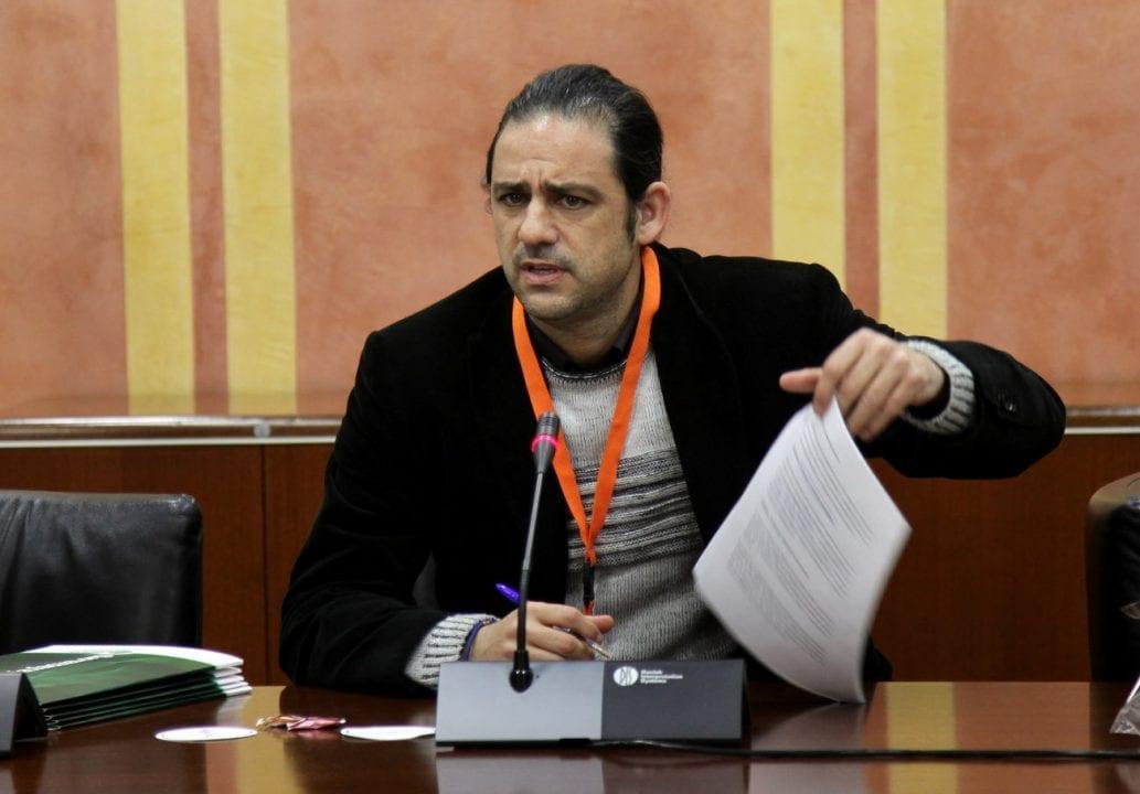Jordi Castilla, directivo de FACUA Andalucía en el Parlmento andaluz