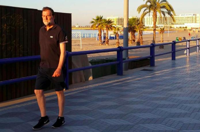 Rajoy andando rápido.
