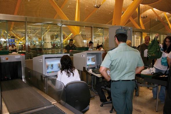 Control de aduanas en Barajas