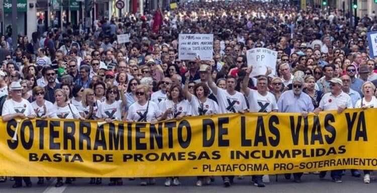 Manifestantes de Plataforma pro soterramiento de Murcia