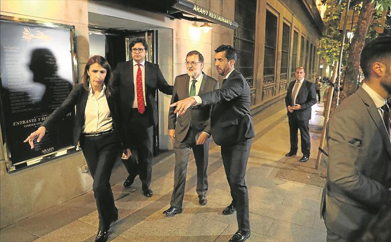 Mariano Rajoy, tras 8 horas en un restaurante comiendo y bebiendo en horario laboral