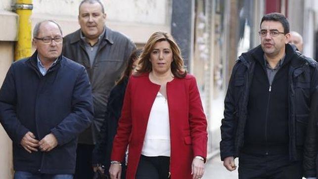 Susana Díaz, jefa de la Junta junto a otros miembros de la organización PSOE-A