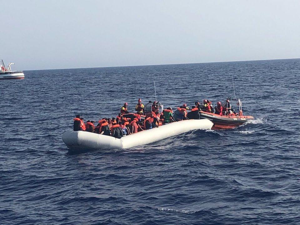 Migrantes rescatados por Open Arms