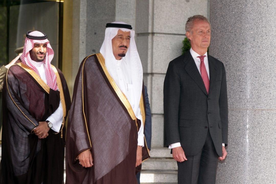 Pedro Morenés con Salmán Bin Abdulaziz y su hijo Mohamed Bin Salmán. Fuente: Ministerio de Defensa