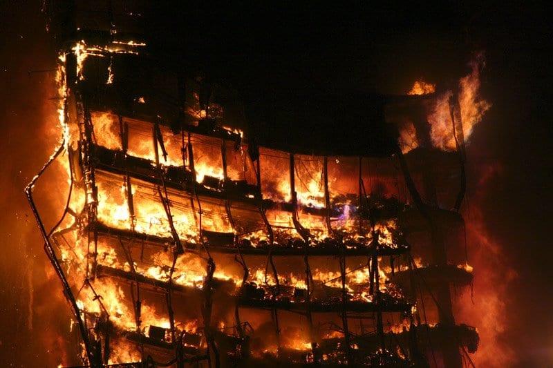 Edificio Windsor ardiendo