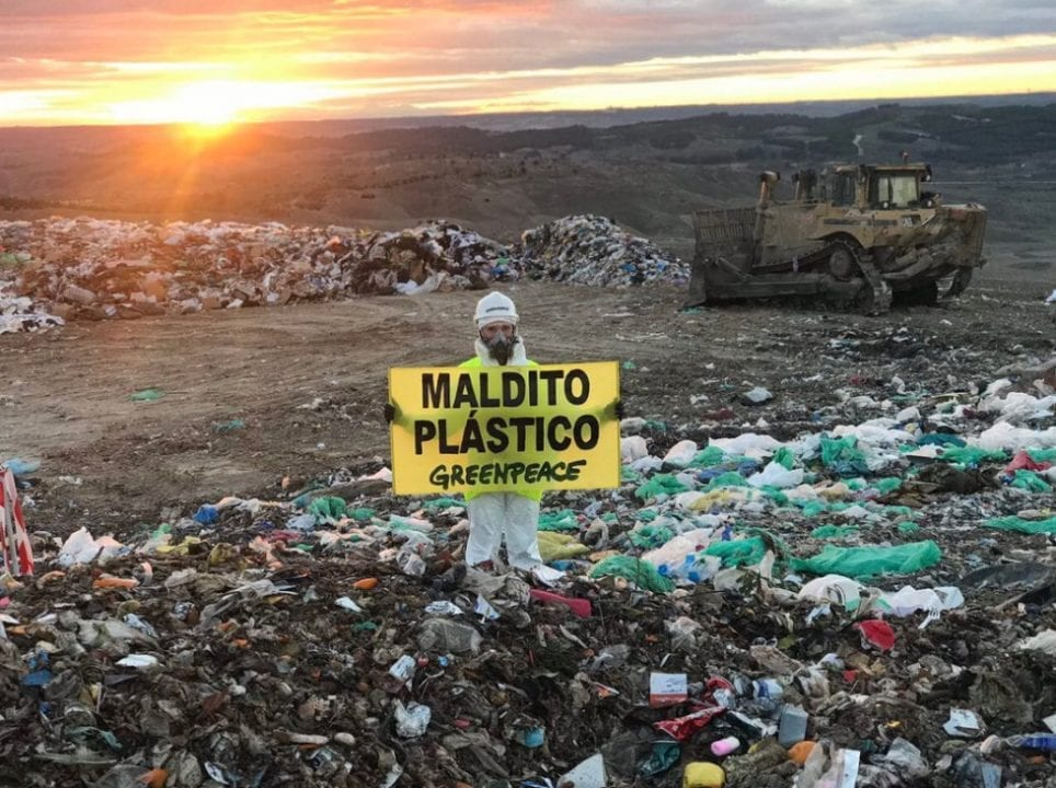 Greenpeace entra en el vertedero madrileño de Valdemingómez