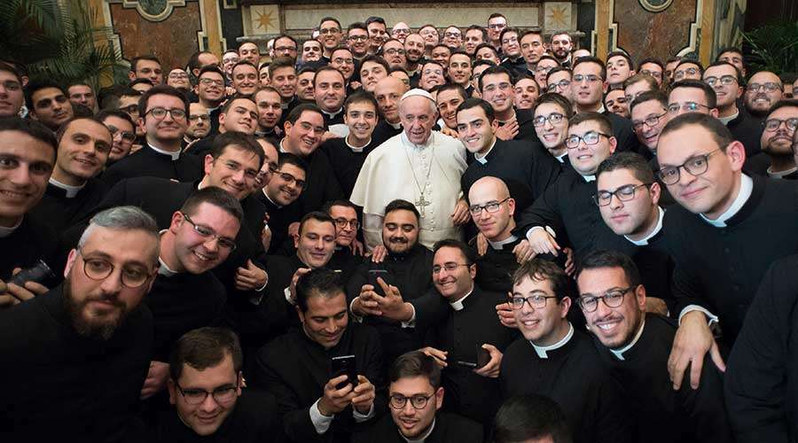 Seminaristas junto al Papa Francisco