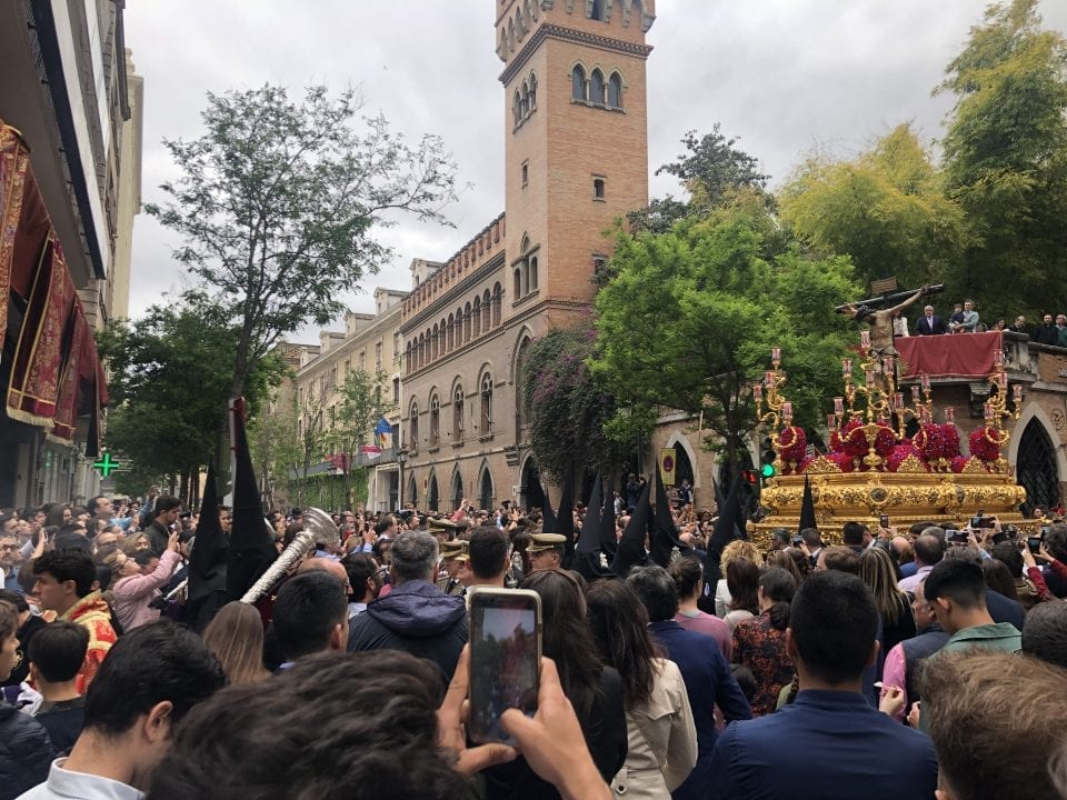 Paso de la Hermandad de San Bernardo por las calles del centro de Sevilla este Miércoles Santo. Autor: Luis Villadiego