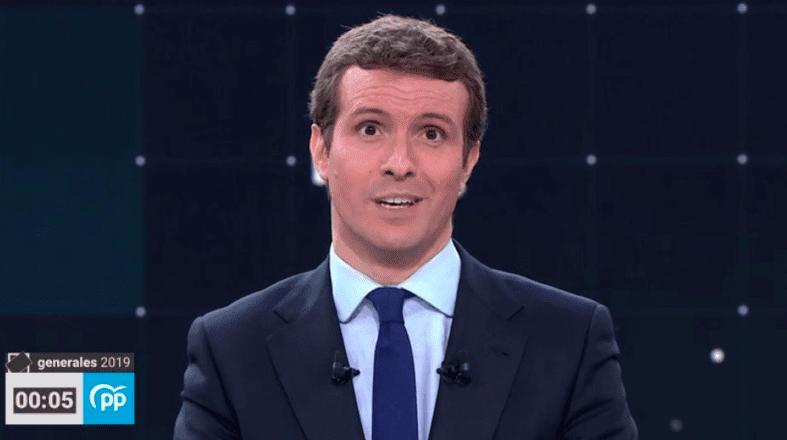 Pablo Casado, riéndose de los españoles que lo votan en el debate de RTVE