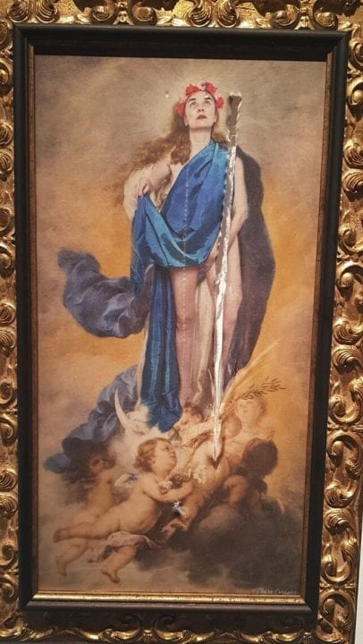 Detalle de la obra 'Con Flores a María' de Charo Corrales