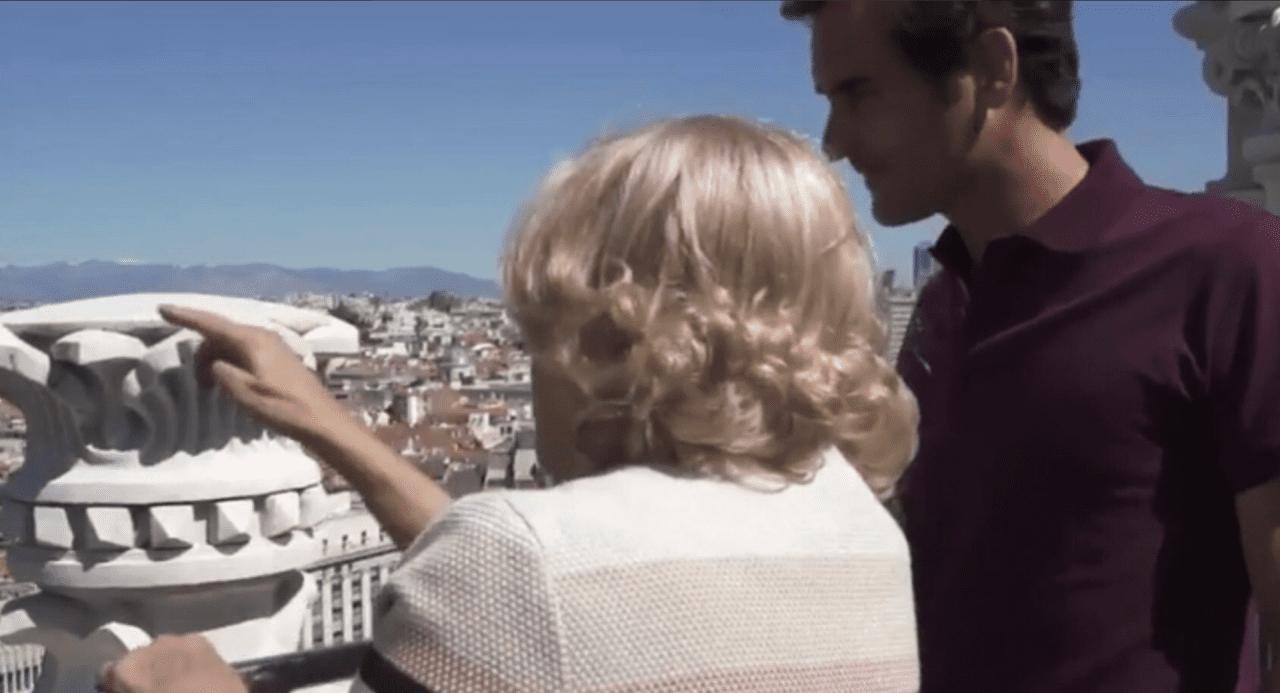 Manuela Carmena y Roger Federer observando una nueva infracción de tráfico de Broncano