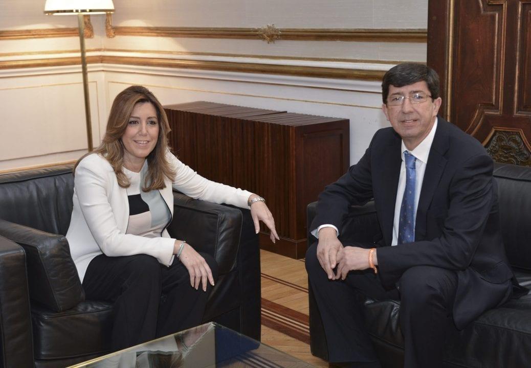 Susana Díaz compartiendo sillones con el líder de Ciudadanos en Andalucía, Juan Marín