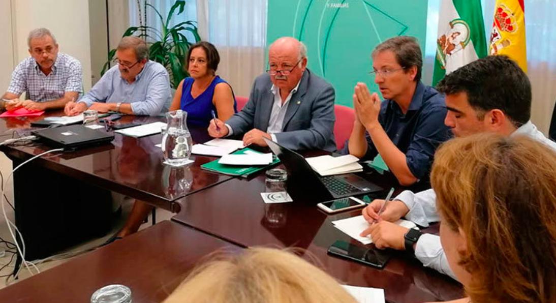 Los inútiles de la Junta reunidos para hablar sobre la alerta alimentaria por listeriosis