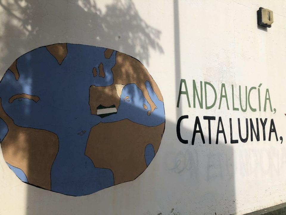 Dibujo en apoyo a la independencia de Andalucía y Cataluña en las calles de Marinaleda - Foto: Elias Villadiego