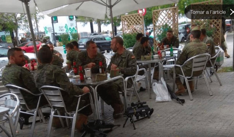 Foto de los militares compartida por el diputado Gabriel Rufián en su perfil oficial en Twitter