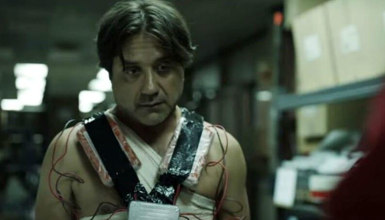 Enrique Arce en la serie La casa de papel de Netflix.