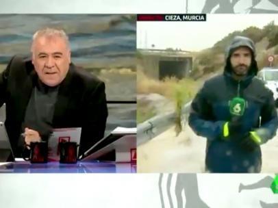 Antonio García Ferreras y su reportero arriesgando la vida en laSexta.