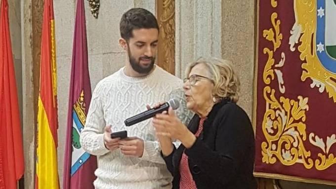 David Broncano junto a la ex alcaldesa de Madrid y amiga de Iñigo Errejón, Manuela Carmena