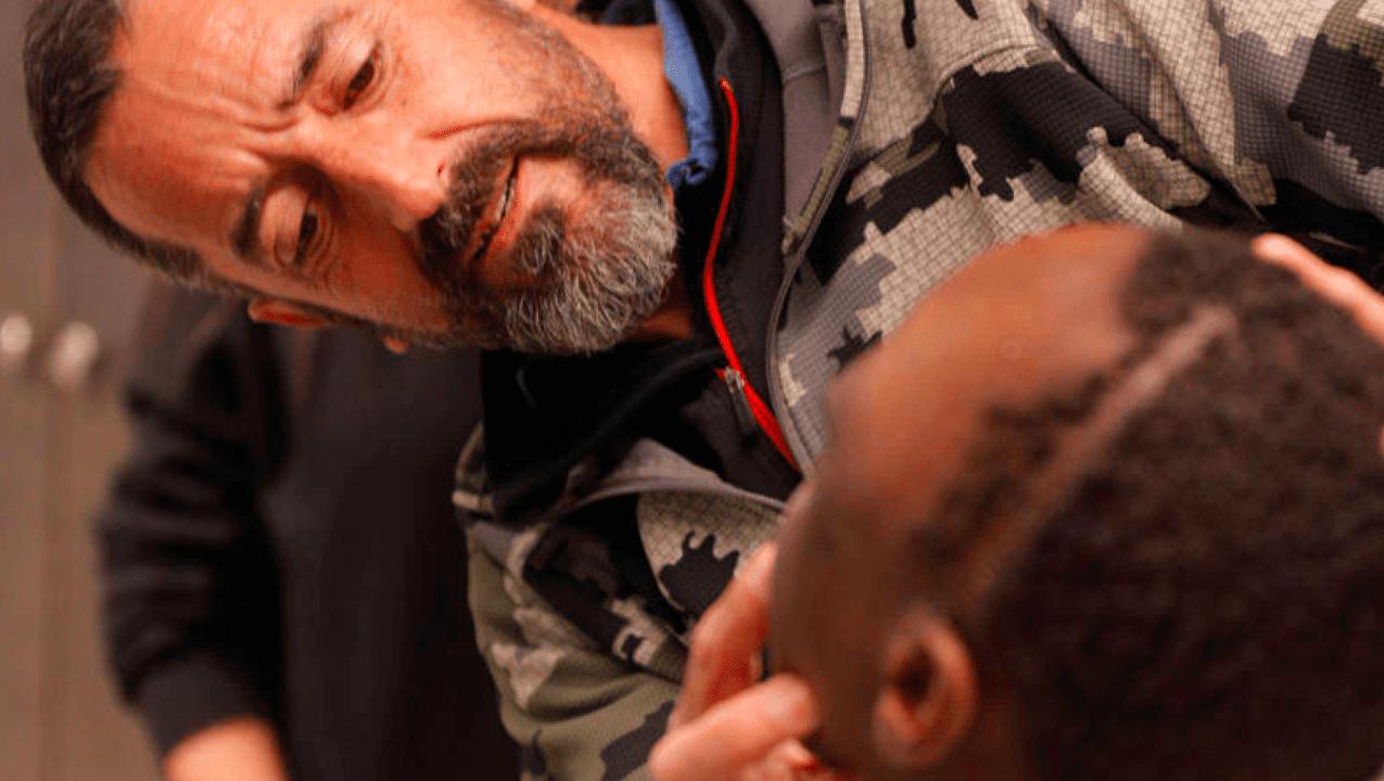 Pedro Cavadas y el niño al que extirpó un tumor gigante de su cabeza