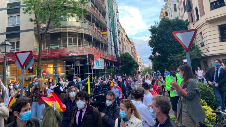 Los pijos del barrio de Salamanca protestan contra el Gobierno incumpliendo las medidas del Estado de Alarma