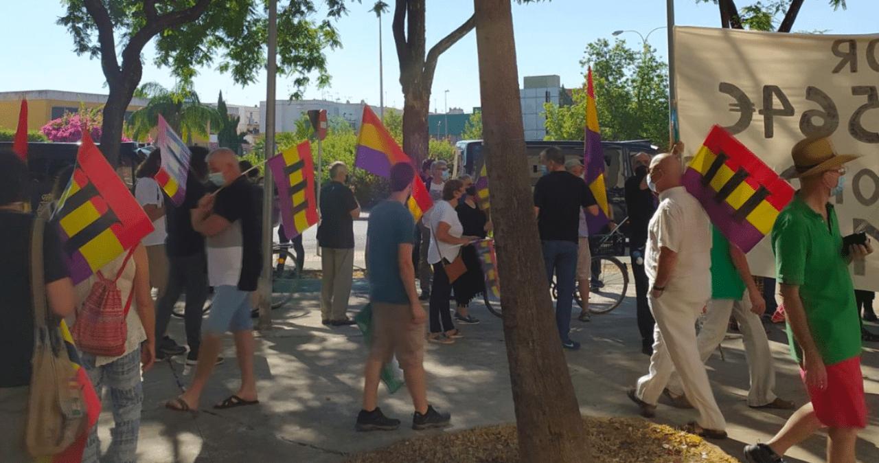 Manifestantes contra la presencia de los Reyes en Sevilla denuncian ser