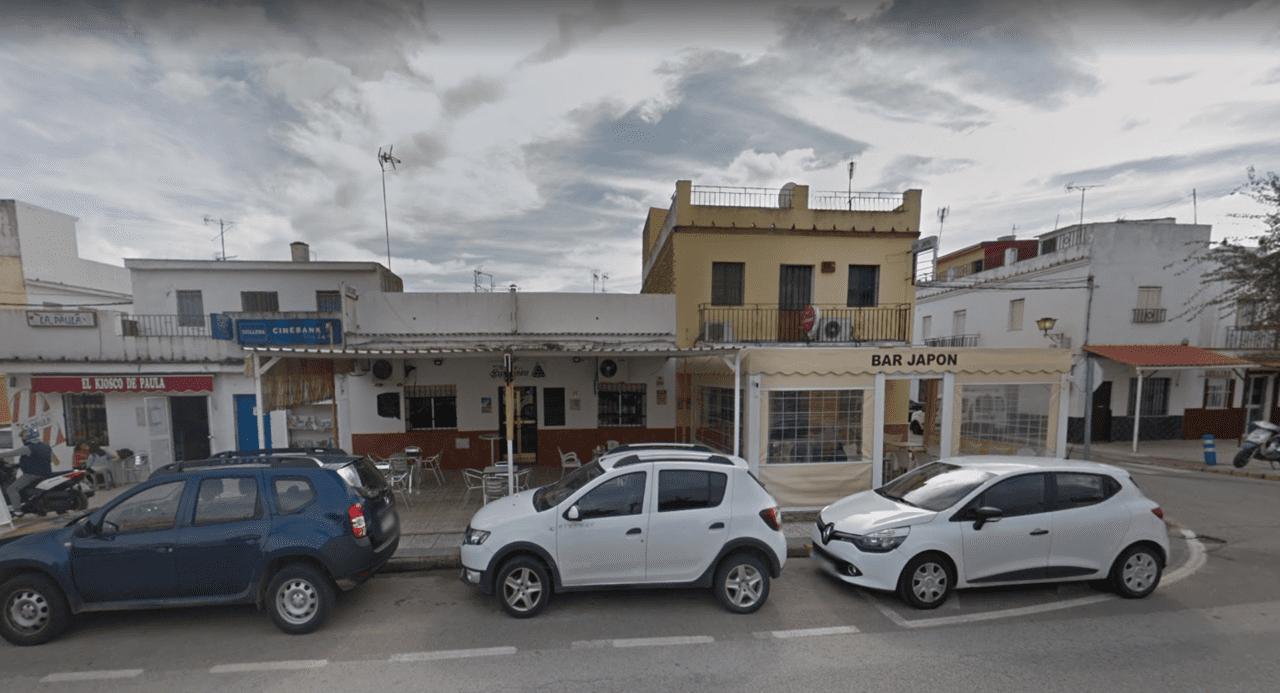 Bares en la Avenida Alcalde Justo Padilla de Guillena (Sevilla). Fuente: Google.