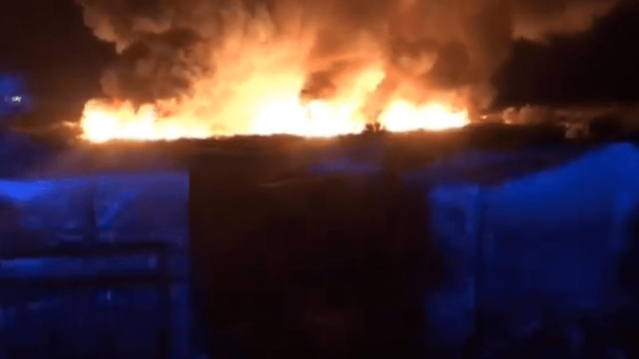 Incendio en chabolas en Lepe (Huelva).