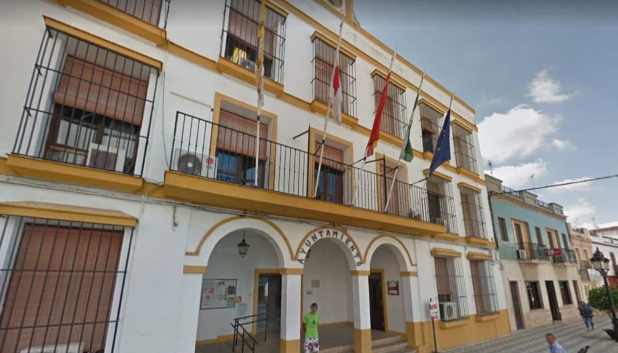Ayuntamiento de Coria Del Río, afectado por el brote de meningoencefalitis