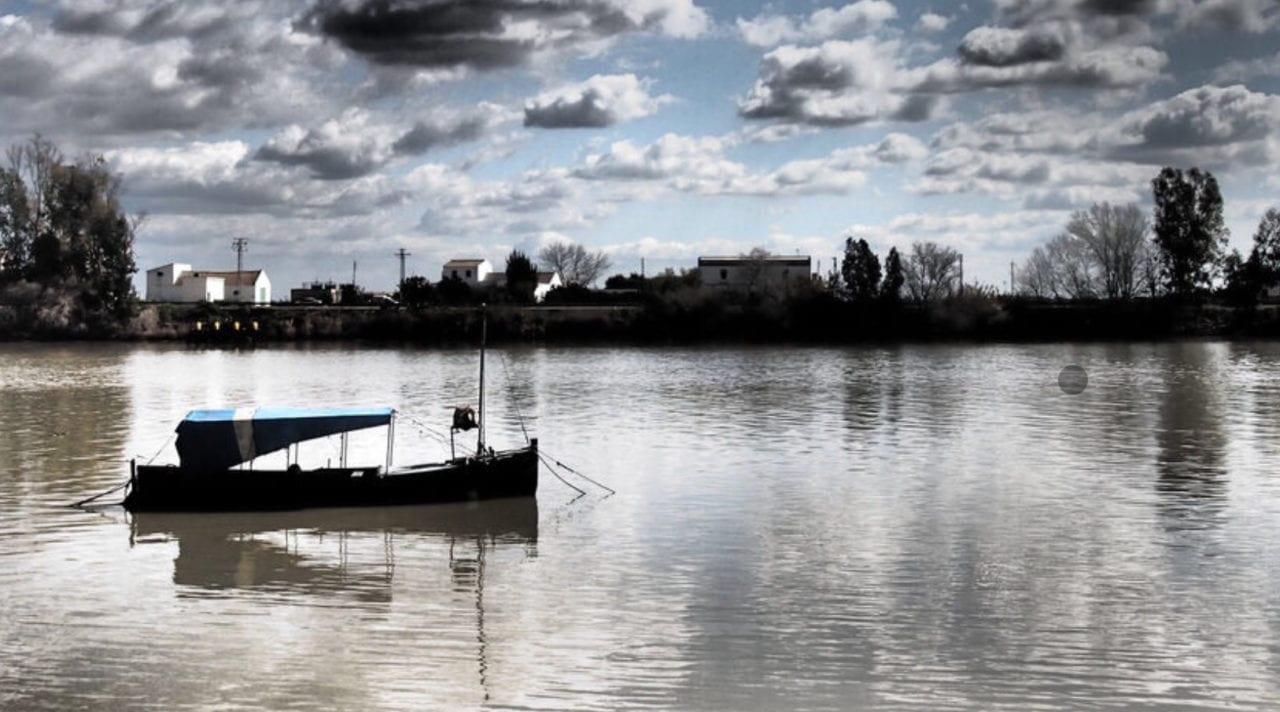 Río Guadalquivir a su paso por Coria Del Río (Sevilla)