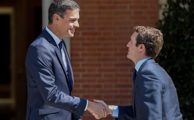 Pedro Sánchez y Pablo Casado, líderes de PSOE y PP.