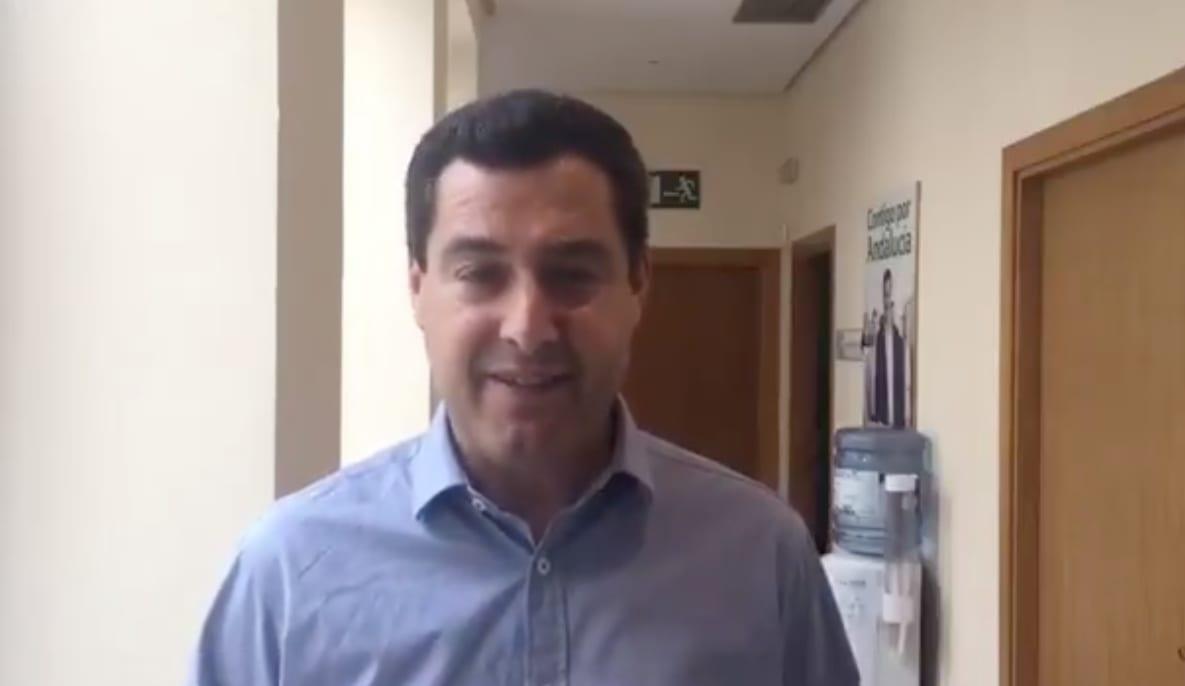Juanma Moreno haciendo una promesa falta en 2018