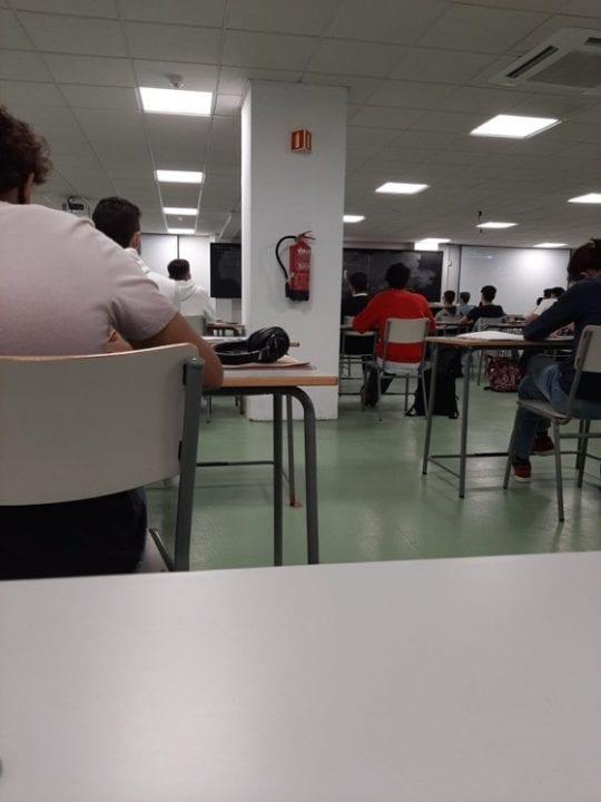 La Universidad de Sevilla vuelve a ser el hazmerreír de Twitter