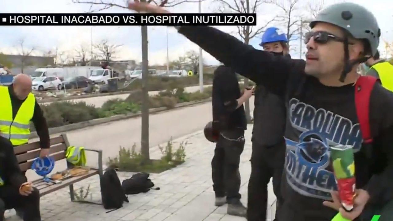 Trabajadores del hospital inacabado que inaugura Ayuso.