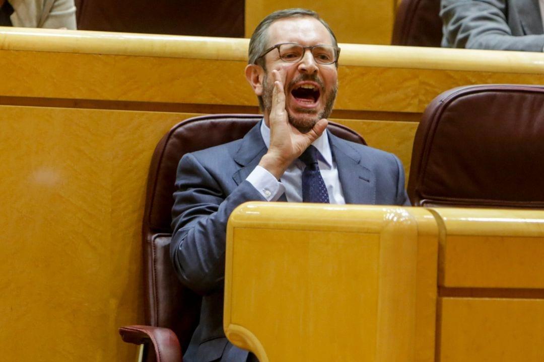 Senador del PP gritando.
