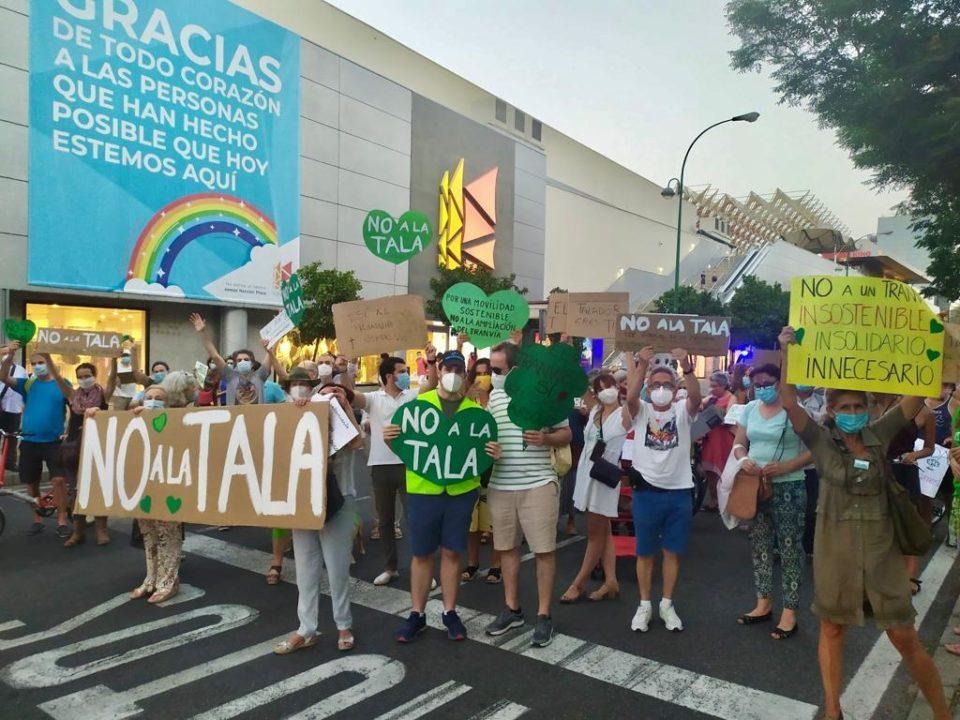 Manifestación contra la tala de árboles en Sevilla. Fuente:  Tranvía Verde.
