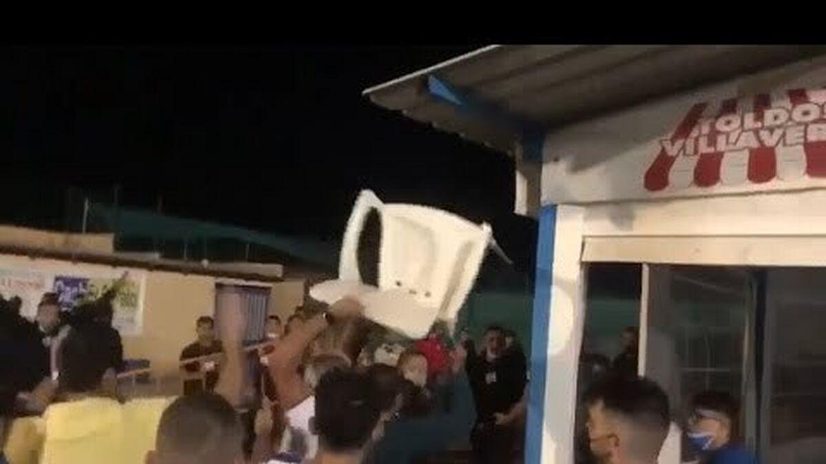 Trifulca durante el partido de fútbol en Villaverde. Fuente: Youtube.