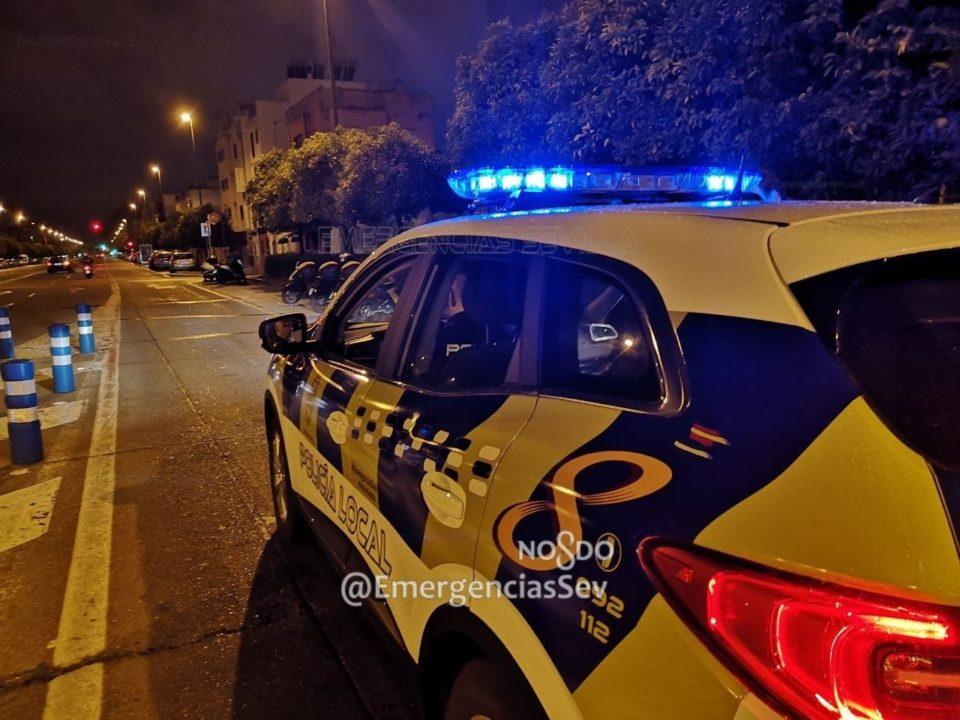Coche patrulla de la Policía Local de Sevilla. Fuente: Twitter de Emergencias Sevilla.