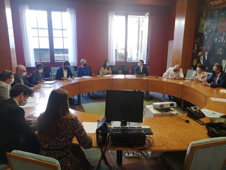 Reunión de Juan Espadas con responsables de turismo de París.
